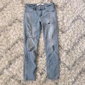 ABERCROMBIE & FITCH DISTRESSED SKINNY JEAN